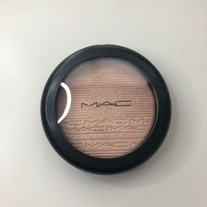Mac skin finish in beaming blush